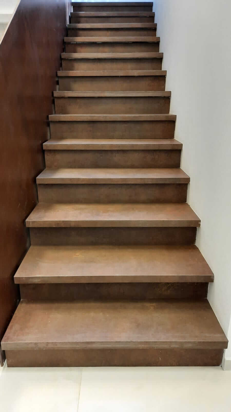 מדרגות גרניט פורצלן דמוי חלודה – קרית גת