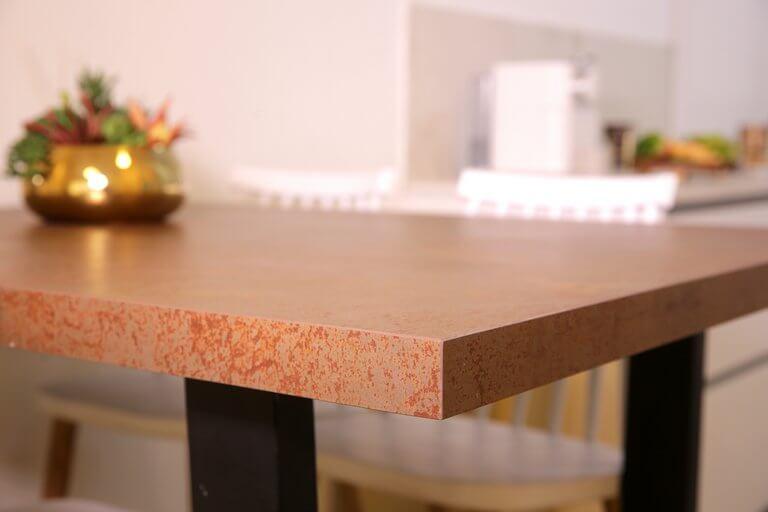 שולחן אוכל פורצלן דגם חלודה