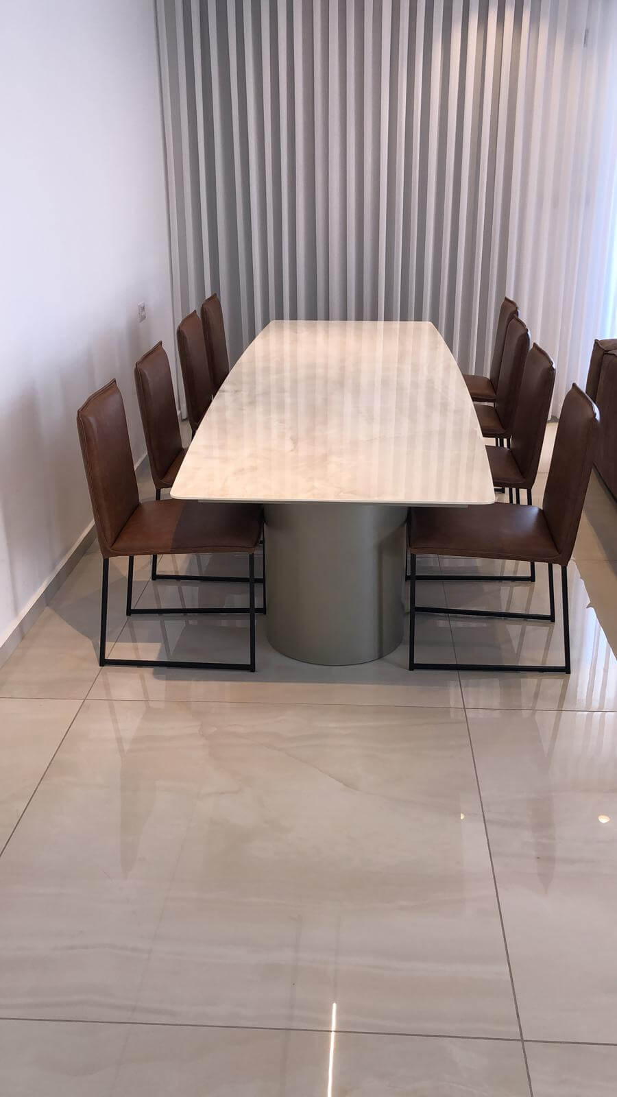שולחן שיש לבן עשיר גרניט פורצלן