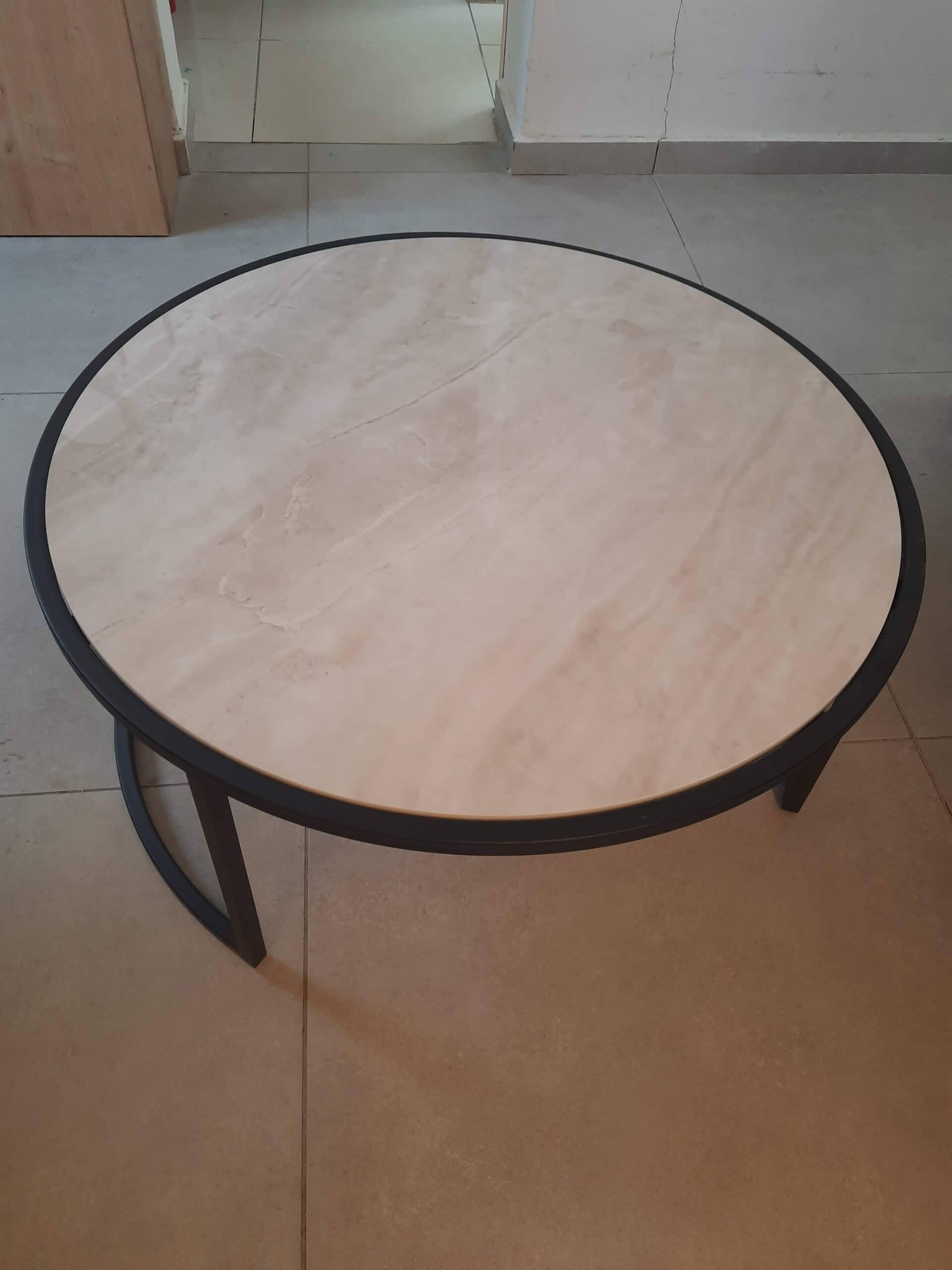 שולחן סלון שיש עגול לסלון גרניט פורצלן מבריק
